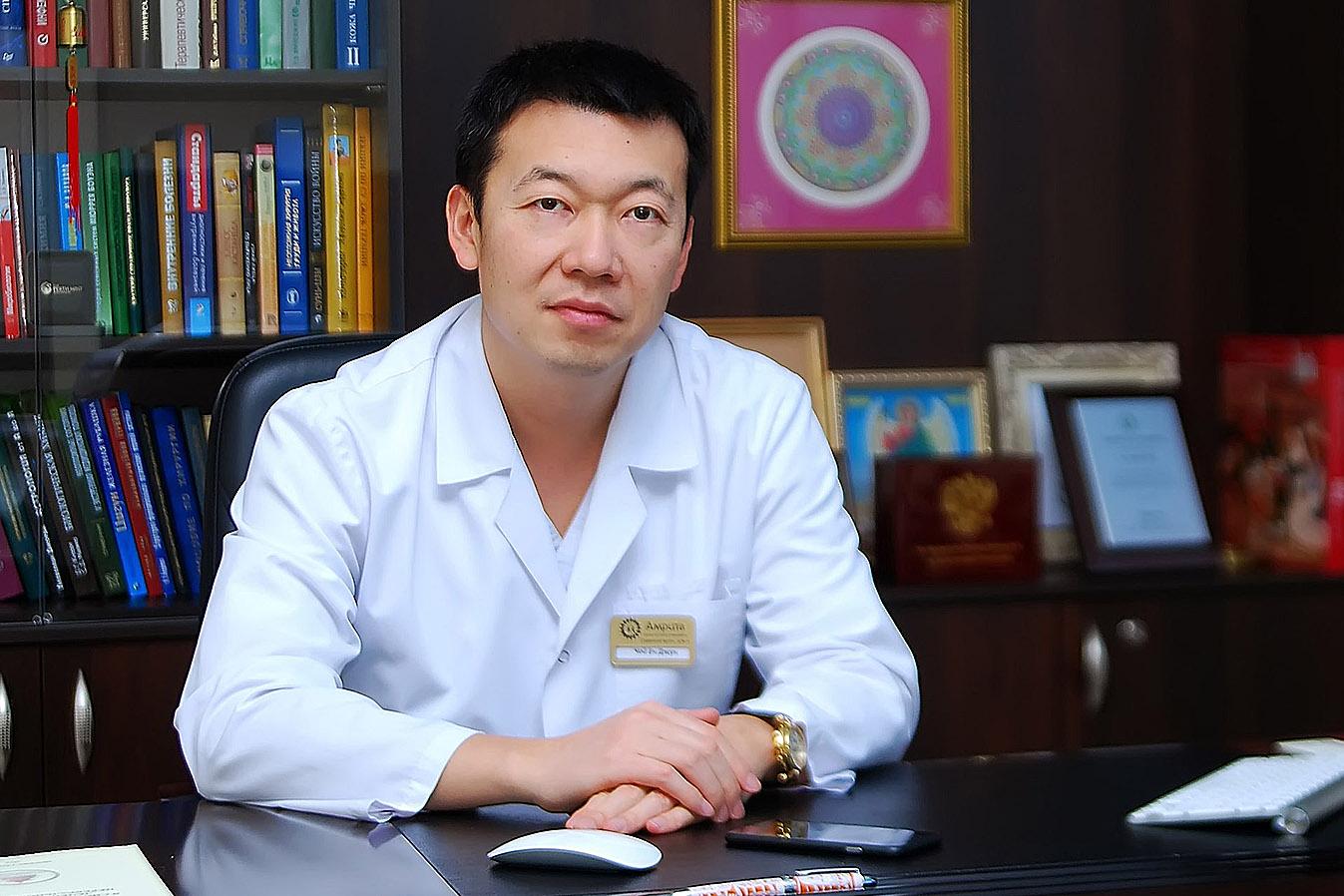 Главный врач центра восточной медицины